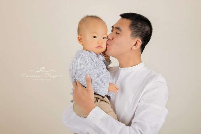 shooting-photo-enfant-complicite-papa-enfant-karine-majet-photographe-studio-700x467