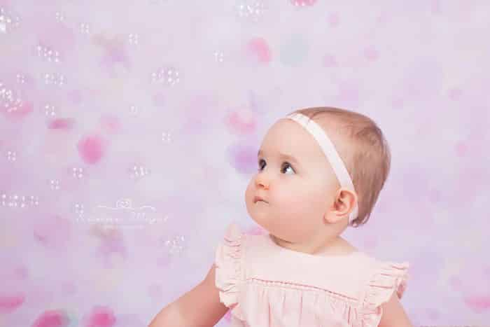 shooting-photo-bebe-joue-bulle-savon-karine-majet-photographe-700x467