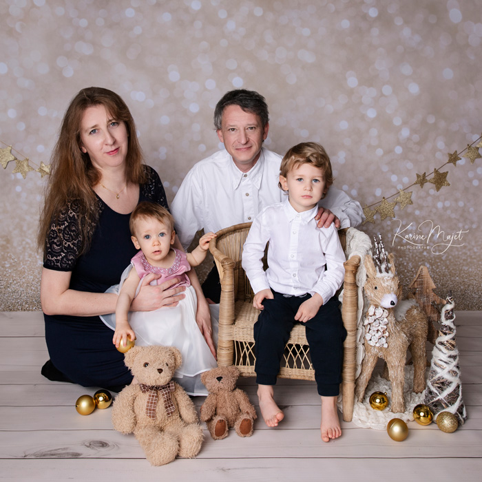 kid photo shoot get some lovely family pictures for christmas cards in december karine majet photographer paris
