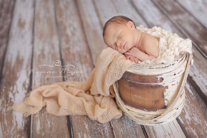 meilleures-photos-naissance-bebe-seau-seance-photo-studio-karine-majet-photographe-700x467