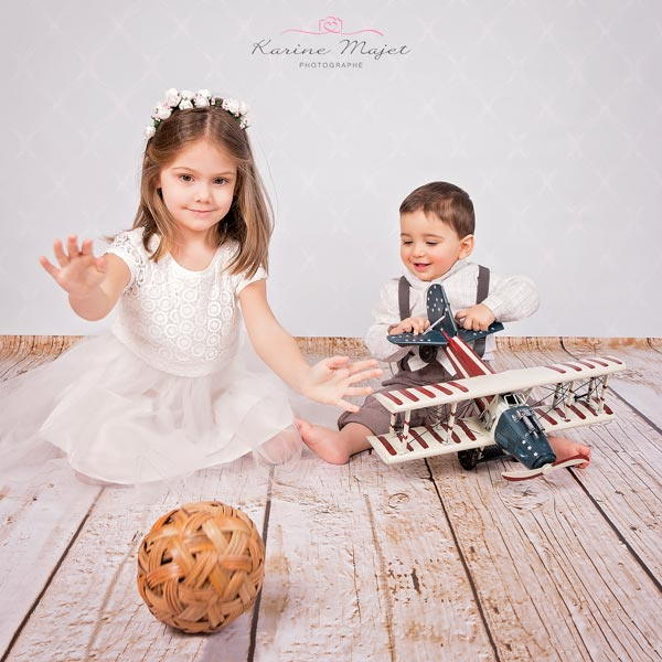 photographe-enfant-paris-jouer-studio-photo-karine-majet-photographe