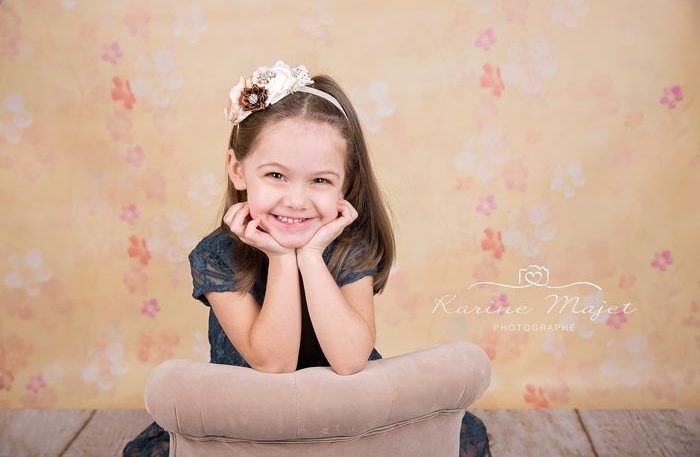 photographe-enfant-paris-petite-fille-grand-sourire-karine-majet-photographe-700x457