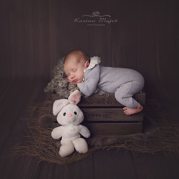 newborn-images-wine-box-karine-majet-photographer