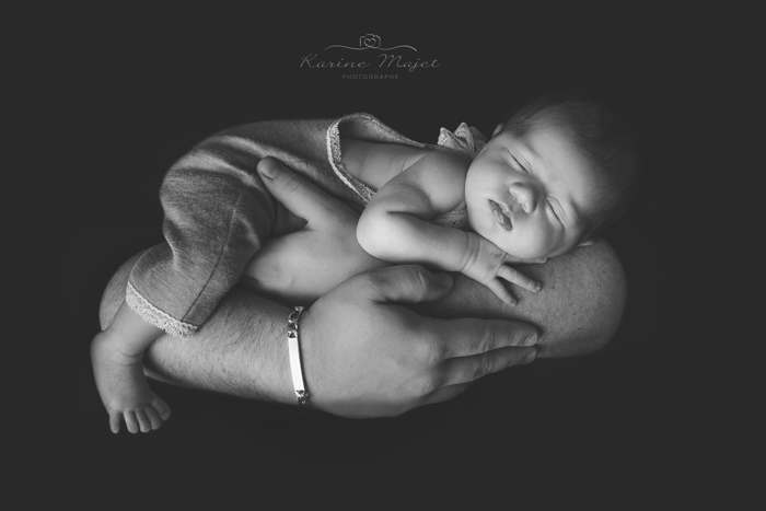 photo artistique bebe bras papa photo noir blanc karien majet
