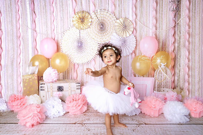 photo bebe anniversaire smash the cake decor rose karine majet