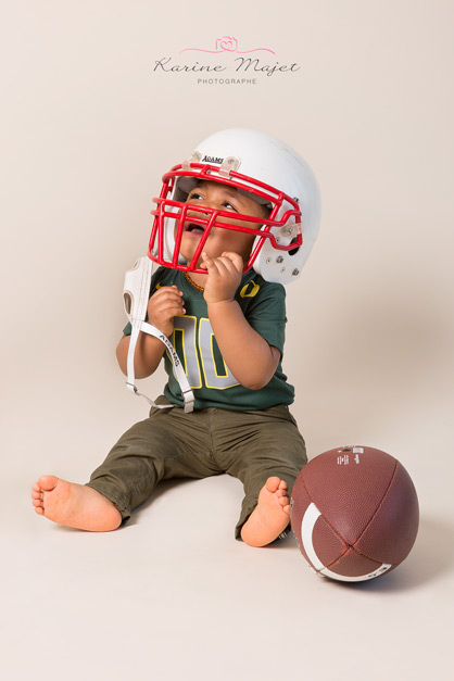 shooting-photo-bebe-evry-ballon-tenue-football-americain