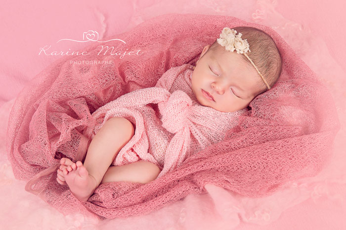 photo-de-bebe-fille-cocon-rose-karine-majet-photographe-yvelines-78