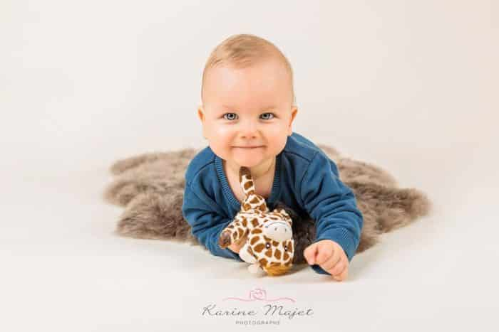 photographe-bebe-garches-portrait-garcon-karine-majet-photographe-small-700x467