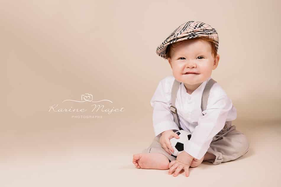 8 month baby photo shoot baby boy with football Karine Majet photographe