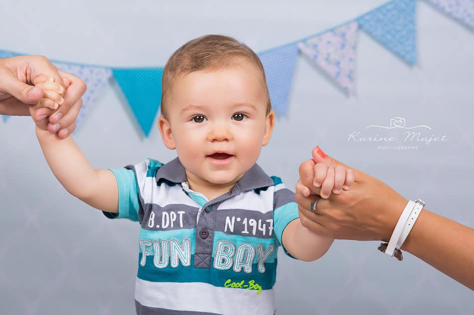 kid photo shoot lovely baby portrait in studio Karine Majet photographe