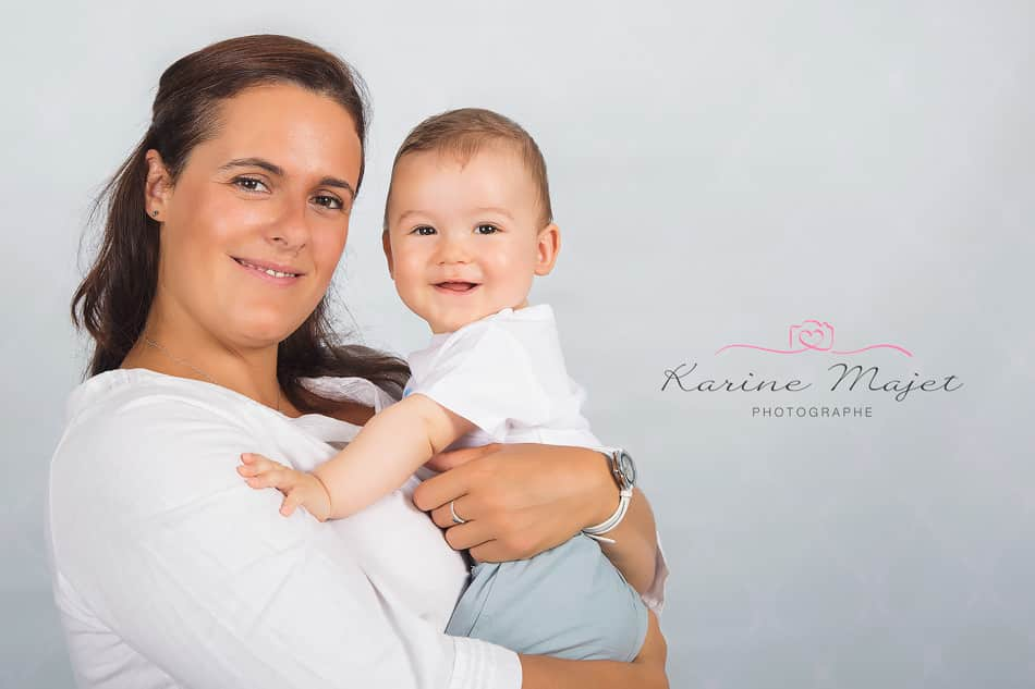 kid photo shoot mum and her baby smiling Karine Majet photographe Paris