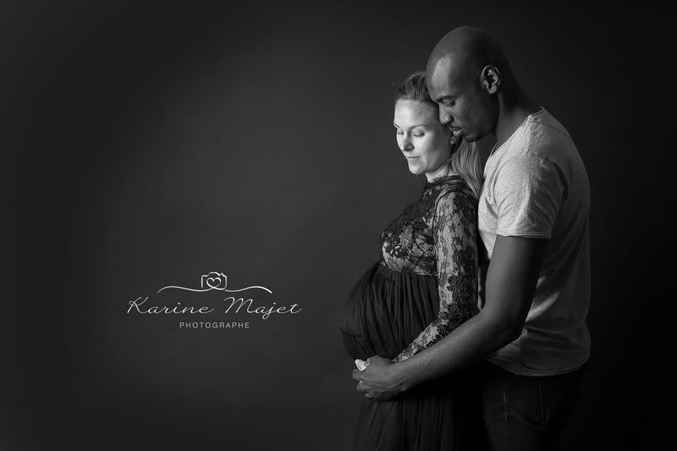 maternity photo shoot Paris profile black and white picture Karine Majet photographe