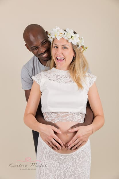 maternity photo shoot Paris happy couple studio shoot Karine Majet photographe