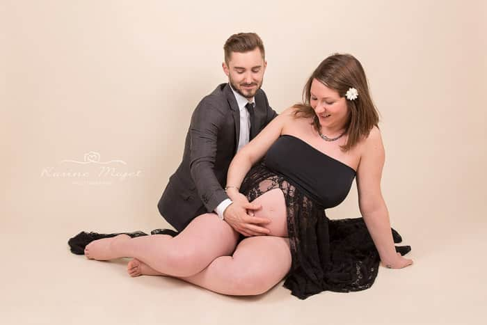 maternity-photo-shoot-pontoise-couple-black-dress-karine-majet-photographe