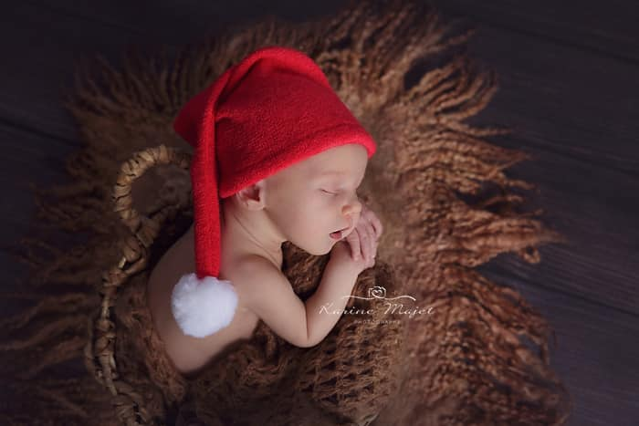 newborn-images-christmas-baby-pictures-wood-props-karine-majet-photographer