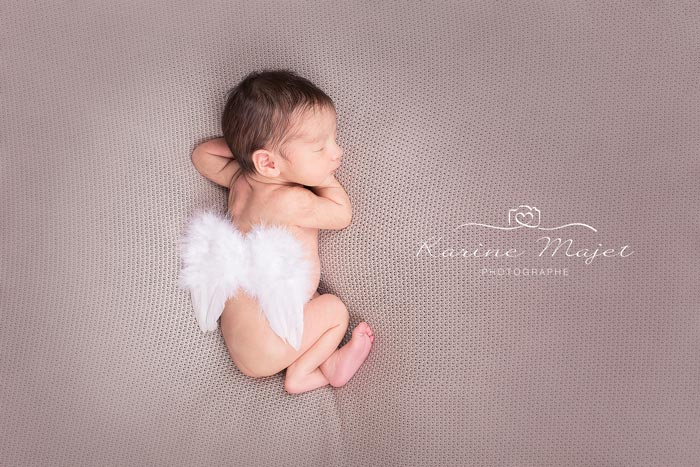 newborn-photos-baby-with-angel-wings-karine-majet-photograph