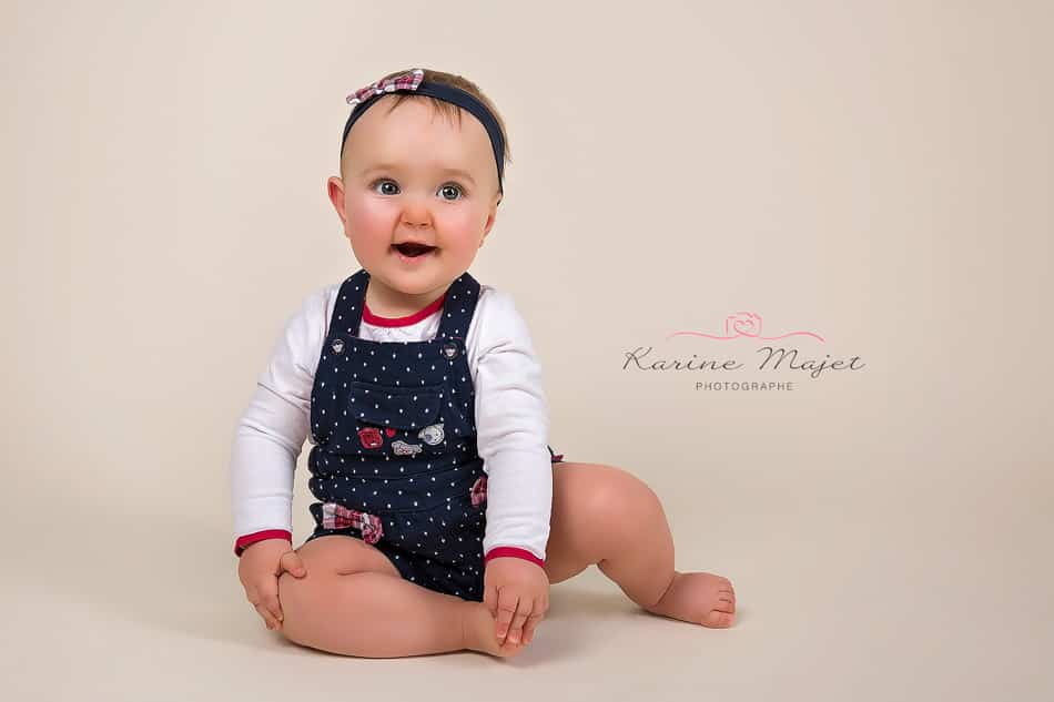 shooting photo petite fille sourire karien majet photographe studio paris